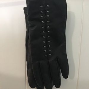 ⭐️SALE⭐️Jessica Black Leather Studded Gloves